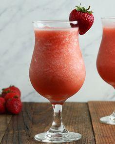 Frozen Alcohol-Optional Drinks - New Ideas Fruity Cocktails, Fruit Drinks, Drinks Alcohol Recipes, Wine Drinks, Cocktail Drinks, Alcoholic Drinks, Champagne Cocktail, Pink Champagne, Healthy Drinks