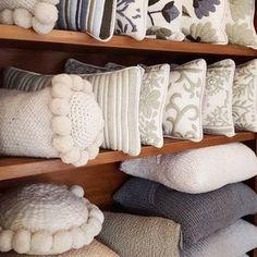 Rincón de monocromáticos y neutros. Tienda de Costumbres Buenos Aires - Argentina. #almohadones #mantas #piedecama #artesanal #hechoamano #tiendadecostumbres Accent Pillows, Throw Pillows, Decor Pillows, Decorative Pillows, Bed, Handmade, Design, Ideas, Home