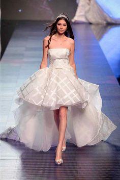 Corto pantalone o camicia?Per le spose innovative, eccentriche e particolari l'atelier Le Spose di Mori a San Miniato propone abiti particolari...