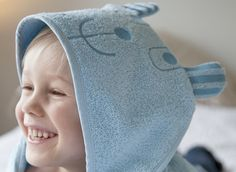 Nallukka (Teddybear) terry towel comes in two models: traditional cm bath towel and bigger cm hood towel. Available in light blue, pink and light brown. Terry Towel, Light Blue, Teddy Bear, Textiles, Pink, Teddy Bears, Fabrics, Pink Hair, Pastel Blue