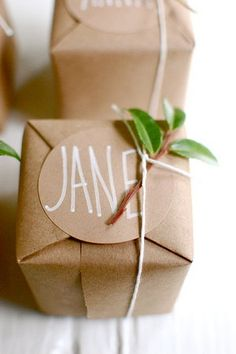 Cute brown paper packages    http://www.projectwedding.com/wedding-ideas/gingerbread-cookie-favors/6