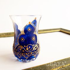 Chai Glass/Arabic | CHAKA* ベリーダンス衣装&オリエンタル雑貨 Hand Painted Dishes, Henna Candles, Painted Coffee Mugs, Glass Painting Designs, Stained Glass Quilt, Plastic Bottle Crafts, Wine Bottle Art, Mirror Painting, Painted Wine Glasses