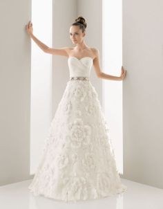 Sweetheart ball gown tulle bridal gown
