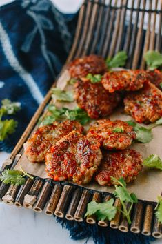 Chinese Shrimp Cakes Shrimp cakes are popular in coastal cities in China where shrimp are plentiful. The key to a good shrimp cake is maintaining the shrimp's natural flavor! Asian Recipes, Healthy Recipes, Ethnic Recipes, Asian Foods, Healthy Food, Healthy Sides, Seafood Recipes, Cooking Recipes, Chinese Shrimp Recipes
