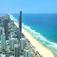 The Gold Coast is a beautiful beach paradise 1 hour south of Brisbane that is famous for sunshine and surfing. With 70 km of gorgeous… Gold Coast Queensland, Gold Coast Australia, Australia Beach, Queensland Australia, Victoria Australia, Australia Funny, South Australia, Western Australia, Cairns