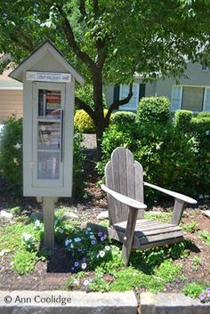 Mystery Fanfare: Little Free Library - Choose a book and take a seat. Great idea.