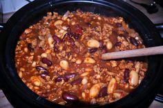 Slow Cooked Five Bean Chilli Recipe Chilli Recipe Vegetarian, Chilli Recipes, Tea Recipes, Veggie Recipes, Mexican Food Recipes, Recipies, Veggie Meals, Slow Cooker Beans, Slow Cooker Chili