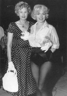 Marilyn with columnist May Mann on set of Let's Make Love - . Marilyn with columnist May Mann on set of Let's Make Love - . Norma Jean Marilyn Monroe, Marilyn Monroe Photos, Hollywood Icons, Vintage Hollywood, Divas, Lets Make Love, Cinema Tv, Norma Jeane, Mannequin