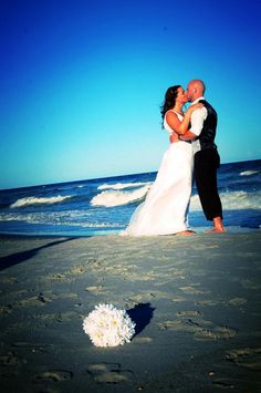 beach wedding picture #LoveShackVacations