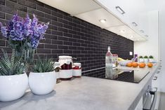 Grey and white kitchen with black brick wall. Glazed Slimbrick tile in Onyx black from Mutual Materials. Brick Tiles Kitchen, Kitchen Backsplash, Home Decor Kitchen, Kitchen Dining, Brick Interior, Interior Design, Black Brick Wall, Glazed Brick, Gray And White Kitchen