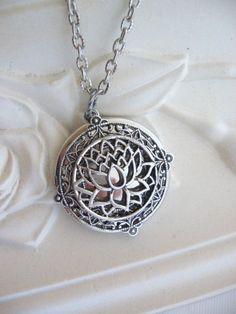 Fleur de Lotus Locket médaillon argent Silver par CharmedValley