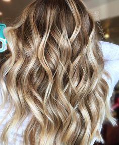 "1,518 Likes, 27 Comments - ✨BALAYAGE & BEAUTIFUL HAIR (@bestofbalayage) on Instagram: ""Bit 'O' Honey By ma'girl @hairbyamybee #bestofbalayage #showmethebalayage"""