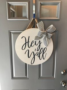 29 Ideas Round Door Hangers Summer For 2019 Front Door Signs, Front Door Decor, Front Doors, Door Entry, Round Door, Texas, Wooden Door Hangers, Porch Decorating, Decorating Ideas