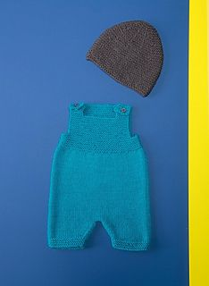 This little set is one of the key items in baby's wardrobe. Made with so-soft IDEAL yarn (40% combed wool - 30% acrylic - 30% polyamide) it is really easy to knit in garter stitch and stocking stitch on 3.5 mm needles.