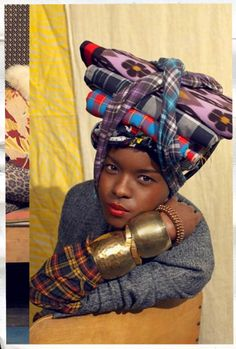 Suno New York utilizes the abilities of hand craft in New York and Kenya.