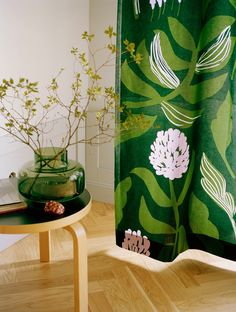 Marimekko Kasvio Green / Lilac Fabric Designer Lotta Maija combined the leaves, stalks, and flowers of different plants to create her own imaginative plants. The Kasvio (Flora) print was then born, with inspiration from her summer cottage'. Flora Pattern, Marimekko Fabric, Marimekko Dress, Types Of Curtains, Beautiful Curtains, Nordic Design, Curtain Fabric, Printing On Fabric, Decoration