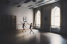 i'd like to live in new york so i could take ballet classes in a studio like this.