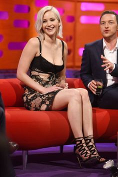 Jennifer Lawrence in Dolce & Gabbana at an appearance on The Graham Norton Show promoting X-Men: Apocalypse on May Beautiful Celebrities, Beautiful Actresses, Most Beautiful Women, Jennifer Lawrence Legs, Jenifer Lawrance, Happiness Therapy, Actrices Hollywood, Hollywood Actresses, American Actress