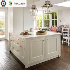 #Regram from @houzzuk -- Dark wood flooring, street lamp inspired pendants and skylight come together effortlessly to create this incredibly airy and cheerful traditional kitchen. Catching the sun in that bay window seat is where we'd like to be today! Project by @brayerdesign #interiors #londonliving #traditional #homedesign #shakersyle #skylight #pendantlighting #baywindow #pinkdecor  #kitchens #renovation #kitchenremodel #kitcheninspo #swlondon #surrey #instahome #instakitchen #homedecor…
