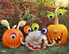 From toddlers to teens, your children will love making these fun pumpkin carving ideas for kids this Halloween season. Each pumpkin carving is fun and kid-friendly, perfect for getting the entire family in the Halloween spiri Diy Halloween, Humour Halloween, Theme Halloween, Adornos Halloween, Halloween Disfraces, Holidays Halloween, Halloween Pumpkins, Happy Halloween, Funny Pumpkins