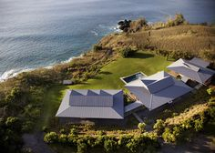 Beach House in Maui, Hawaii by Olson Kundig Architects