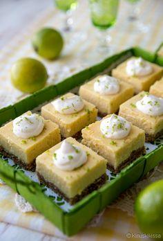 Tämä resepti vie meidät Pohjois-Amerikan itärannikolle, jossa happaman makea limepiirakka on Key Westin kaupungin ylpeydenaihe. Nimensä piirakka on saanut key lime -nimisistä sitrushedelmistä. Klassisin versio sisältää sitruksen lisäksi kondensoitua maitoa eli sokeroitua maitotiivistettä ja keltuaisia. Keksipohjassa käytetään tyypillisesti