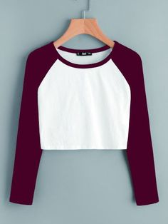 Shop Contrast Raglan Sleeve Crop T-shirt online. Shop Contrast Raglan Sleeve Crop T-shirt online. SheIn offers Contrast Raglan Sleeve Crop T-shirt & more to fit your fashionable needs. Girls Fashion Clothes, Teen Fashion Outfits, Girl Fashion, Girl Outfits, Crop Top Outfits, Cute Casual Outfits, Vetement Fashion, Cute Crop Tops, Sweatshirt Outfit