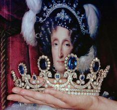 The entire parure was auctioned by Sotheby's in 1993