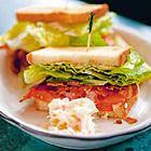 Landbrood sandwich met rauwe ham, druiven en muskaatpompoen - recept - okoko recepten