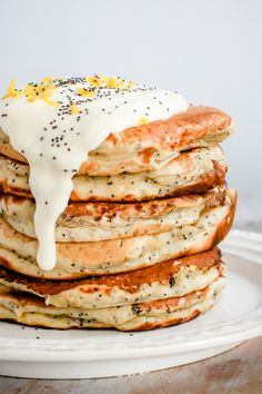 Business Cookware Ought To Be Sturdy And Sensible Lemon Poppy Seed Pancakes Vegan - These Look So Fluffy And Light Perfect For Weekend Brunch Wallflower Kitchen Think Food, Love Food, Vegetarian Recipes, Cooking Recipes, Healthy Recipes, Keto Recipes, Healthy Desserts, Healthy Breakfast Recipes, Homemade Breakfast