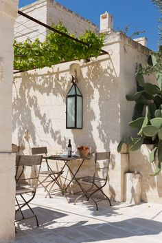 Idea for outside eating area with natural sunshade. Hotel Borgo Egnazia, Italy