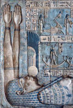 Culte.. Bas-relief du temple d'Hathor situé à Dendérah (Égypte) @mvoinchet @marioandreolini @DenisBrogniart @fxmenage