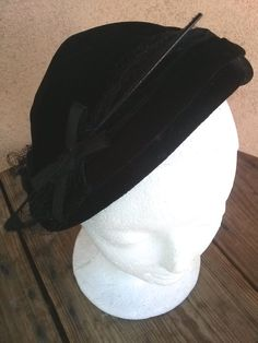 Vintage 1950s Velvet Hat Inky Black Capulet Veil Feather 2015299 - pinned by pin4etsy.com