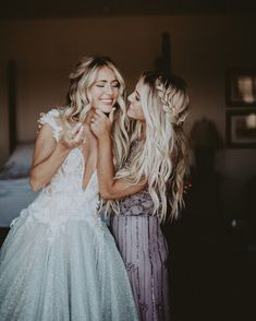 Beach Wedding Photos Bride and Maid of Honor Sister Helping Fix Her Makeup Wedding Photography Checklist, Wedding Photography Poses, Wedding Poses, Wedding Dresses, Family Photography, Photography Lighting, Modest Wedding, Formal Wedding, Photography Ideas