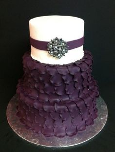 Wedding cake with brooch