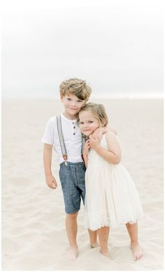 Adorable siblings for family portraits Family Picture Poses, Beach Family Photos, Family Photo Outfits, Family Posing, Family Portraits, Sibling Photography Poses, Outdoor Family Photography, Children Photography, Kid Poses