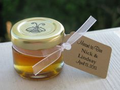 Honey Favors: 1 Oz Jars of Wildflower Honey (Wedding, Bridal Shower, Baby Shower, Bee Theme Party) Wedding Favours Muslim, Honey Wedding Favors, Honey Logo, Cheap Candy, Honey Favors, Cheap Favors, Simple Weddings, 1 Oz, Baby Shower Decorations