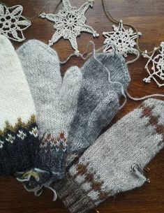 Crochet Patterns Mittens At my sisters in Nova Scotia with her lettlopi mittens galore Knitting Designs, Knitting Projects, Crochet Projects, Knitting Patterns, Crochet Patterns, Mittens Pattern, Knit Mittens, Knitted Gloves, Fair Isle Knitting