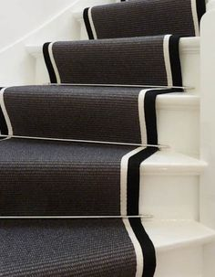 Black and white Interior Design Living Room, Living Room Decor, Escalier Design, London Townhouse, 1930s House, Small Entryways, Carpet Stairs, Staircase Design, White Houses