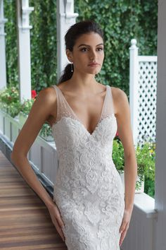 Sweetheart Gowns - Style V-Neck Venice Lace and Tulle Gown Wedding Dress Necklines, Wedding Dress Chiffon, Fit And Flare Wedding Dress, Classic Wedding Dress, Chiffon Skirt, Dream Wedding Dresses, Tulle Wedding, Dress Lace, Sweetheart Bridal