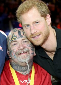 Prince Harry Photos - Prince Harry meets Paul Guest at the Wheelchair Basketball Finals during the Invictus Games 2017  at Mattamy Athletic Centre on September 30, 2017 in Toronto, Canada. - Invictus Games Toronto 2017 - Day 8