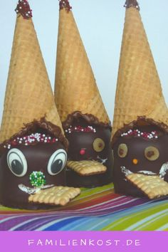 Schokokuss-Zwerg: der Partystar zu Karneval, Fasching und auf jedem Kindergeburt… Chocolate kiss dwarf: the party star for Carnival, Carnival and on every children's birthday party. Sweet sweets with waffle and sprinkles make: www. Brownies Cacao, Cupcakes Amor, Valentines Day Food, Food Humor, Party Snacks, Fudge, Kids Meals, Carnival, Sweet Treats