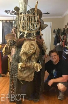 The Junk Lady Lives! Halloween Items, Family Halloween Costumes, Halloween Cosplay, Halloween Fun, Clever Costumes, Diy Costumes, Cosplay Costumes, Puppet Costume, Labyrinth Movie