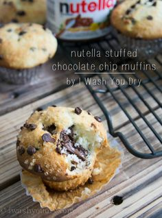 The perfect bakery style muffin just got better. These Nutella Stuffed Chocolate Chip Muffins are moist on the inside, and bursting with chocolate goodness. Just Desserts, Delicious Desserts, Dessert Recipes, Yummy Food, Party Desserts, Cupcakes, Cupcake Cakes, Cakepops, Starbucks