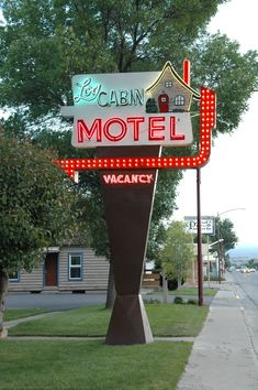 Log Cabin Motel neon in Montrose, Colorado. Photography by David E. Old Neon Signs, Vintage Neon Signs, Old Signs, Vintage Love, Vintage Ads, Vintage Travel, Roadside Signs, Roadside Attractions, Retro Signage