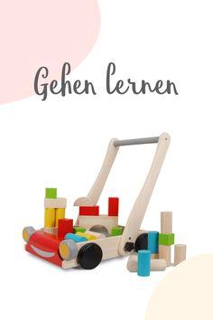 Ob Gehlernwagen oder lustiges Spielzeug zum Nachziehen bei den ersten Gehversuchen: diese Begleiter sind nicht nur süss, sondern auch schadstofffrei und nachhaltig. Aus: Natur-Kautschuk, Kautschuk-Holz (gepresste Sägespäne), Wasserbasierte Farben, Formaldehyd-freier Klebstoff, Organischer Farbstoff Wooden Toys, Funny Toys, Meaningful Gifts, Natural Rubber, Adhesive, Game Ideas, Baby Favors, Wood Toys