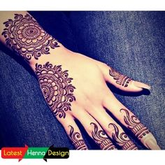 he reason why 7 out of 10 girls prefer simple henna designs is due to its shine and fine patterns. The given designs are the best example of it.  Covering almost full hand but still simple and beautiful.  http://www.latesthennadesigns.com/2017/07/20-best-backhand-mehndi-designs.html  #henna  #hennaart  #hennaforlove  #mehndi  #mehndidesigns  #mehndiart