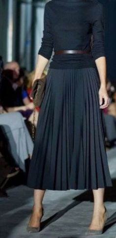 #fashion #fashiontrends #winterfashion #wintermode #maxidress #dresses #robes #skirt #black #outfits #blackoutfit #blackskirt #mode #outfits #kleding #straatstijlen #herfstkleding #shortdresses #jurken #japonnen #moda #damesmode #sexydress #eveningwear #clothes #stijl #style #rokken #lamode #modë #lamoda #stylish #styleinspiration #stylish #winterstyle #casual #maxijurken #moda #mode #outfits #kleding #blackoutfit #design #black #skirt #style #robe #ropa #skirt #fashiontrends #midiskirt