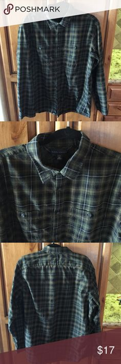 """EUC Banana Republic Green Plaid Flannel XL Excellent condition, no flaws or color fade. Mens Banana Republic Plaid Flannel. XL. 100% Cotton. Armpit to armpit measures 23"""" Length is 29"""". Thanks for looking. Please take a peek at my other listings.  Thank you for the shares. Bundle and save!!! Banana Republic Shirts Casual Button Down Shirts"""
