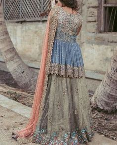 How to Select the Best Modern Saree for You? Pakistani Formal Dresses, Shadi Dresses, Pakistani Wedding Outfits, Pakistani Dress Design, Bridal Outfits, Indian Dresses, Indian Outfits, Modern Saree, Lehenga